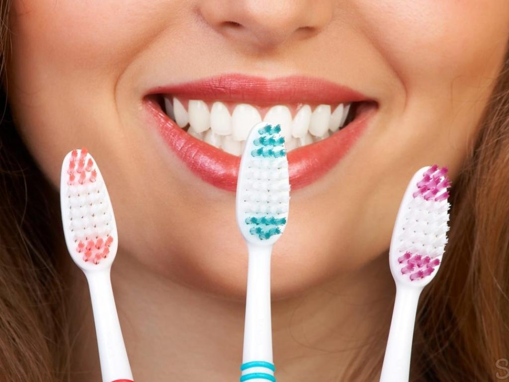 Профессиональная чистка зубов за 2000